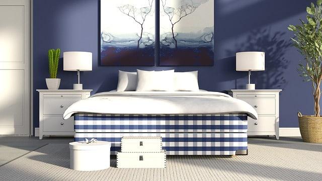 lit avec deux tables de chevet