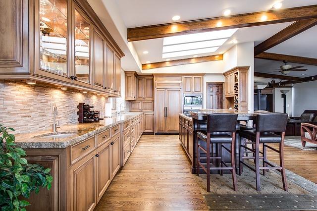 Comment moderniser une cuisine en chêne ?