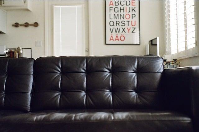 Comment nettoyer un canapé en cuir
