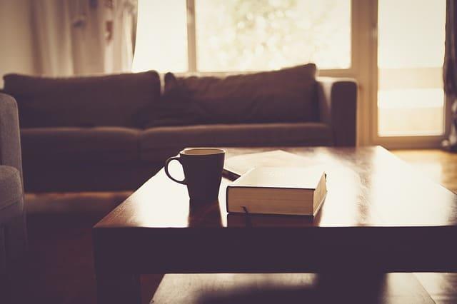 Comment nettoyer une tache sur un canapé en daim ?