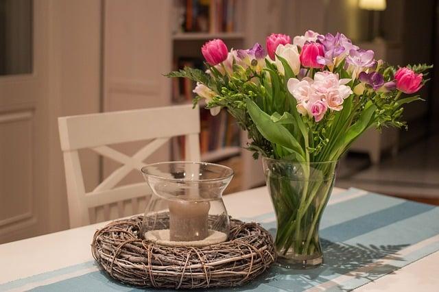 fleurs sur la table