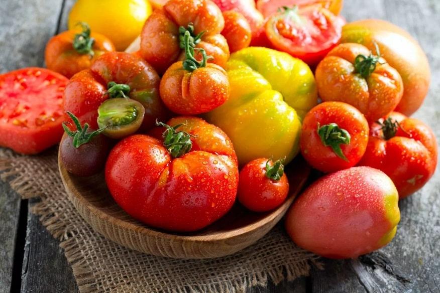 des tomates dans son studio