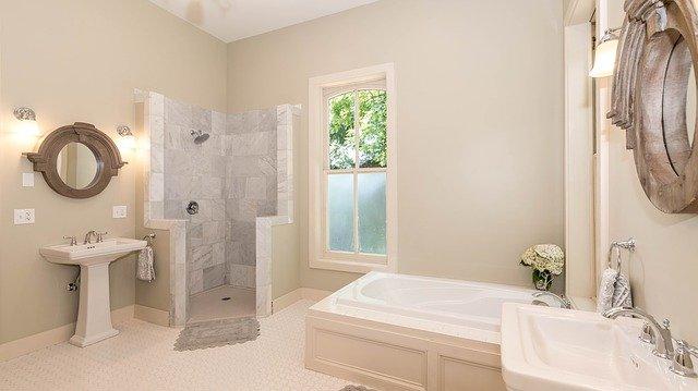 grande douche en marbre