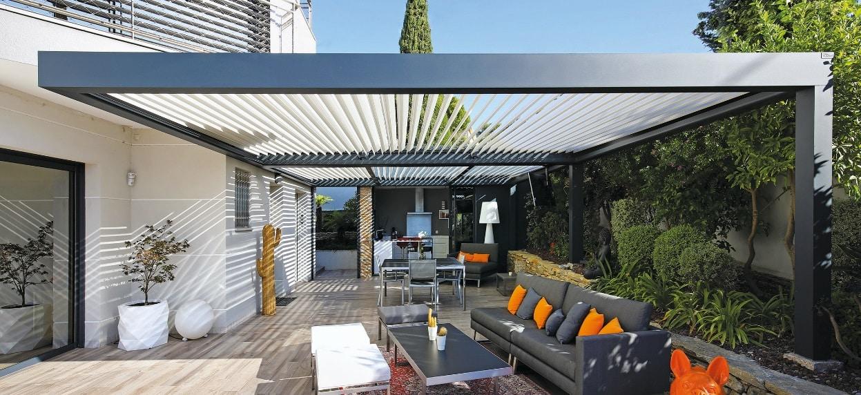 pergola bioclimatique sur une terrasse