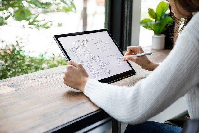 une tablette avec un dessin d'architecte