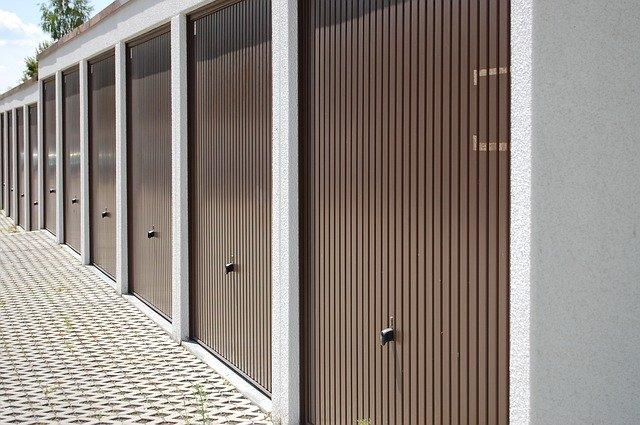 des portes de garage basculantes