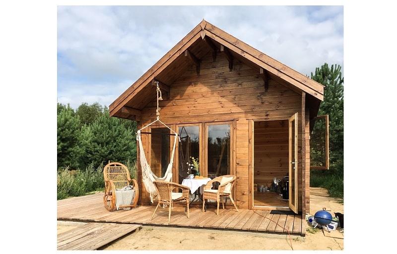 un bel abri en bois