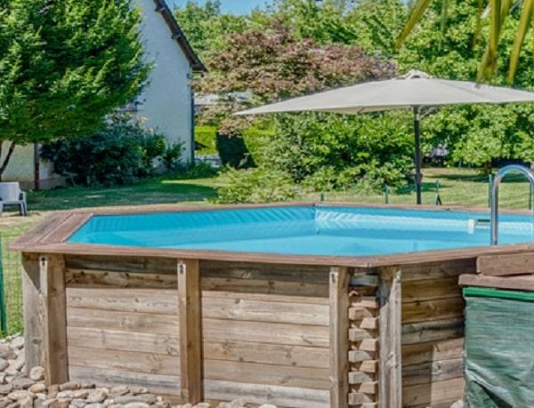 belle piscine en bois octogonale