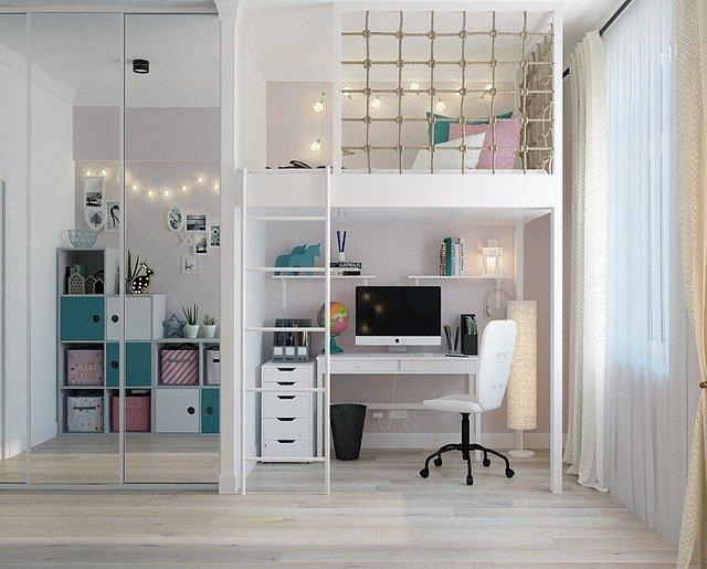 petite chambre bien aménagée
